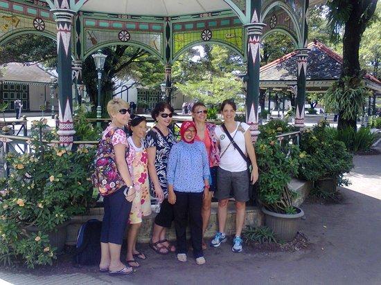 Yogyakarta, Indonesia: bersama wisatawan mancanegara dg 2 photografer :)