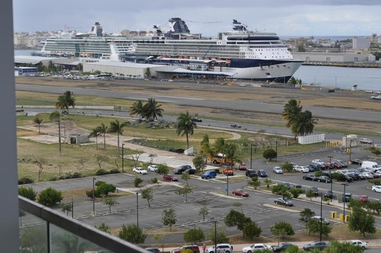 Sheraton Puerto Rico Hotel & Casino: View from balcony of cruise ship pier