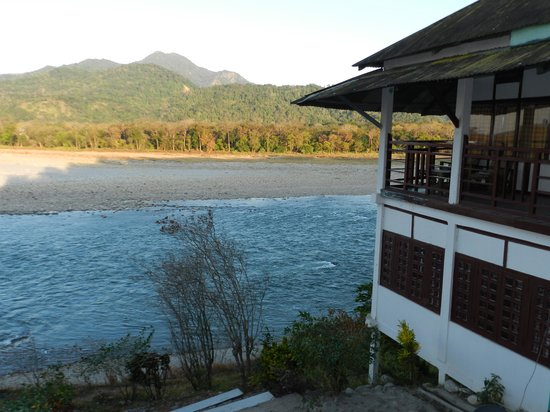 Assam, Indie: Mathanguri Forest Lodge