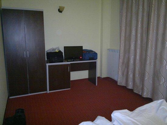 Hotel Diana: Flat screen TV, minibar, armchairs