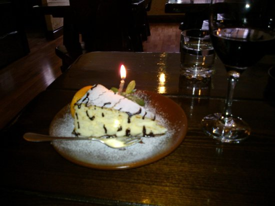 Chata Cottage Inn: Chata's cheesecake for my wife's birthday.