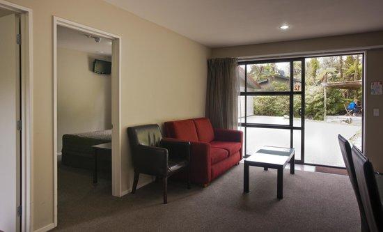 58 On Cron Motel: 2 bedroom Lounge area