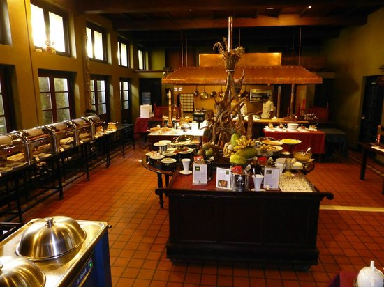 Jetwing St. Andrew's: a very appealing buffet room