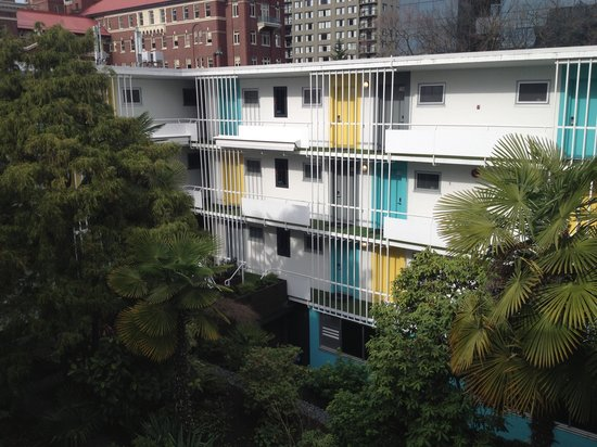 โรงแรม เดอะ เบอร์ราร์ด: Courtyard