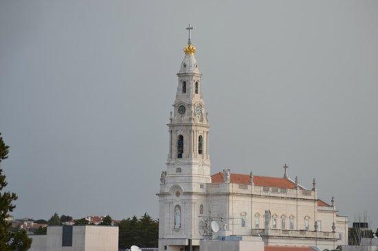 Santa Maria Hotel -- Fatima: Vista de la Basilica desde la terraza