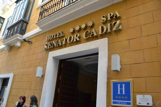 Senator Cadiz Spa Hotel: Facha de entrada.