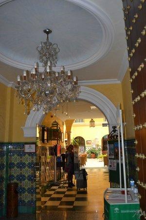 Senator Cadiz Spa Hotel: Entrada.