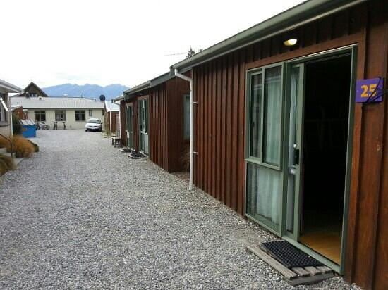 YHA Wanaka: The self contained cabins behind the main YHA building.