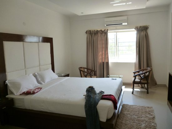 The Sai Leela Hotel: Deluxe Room-Clean and Comfortable