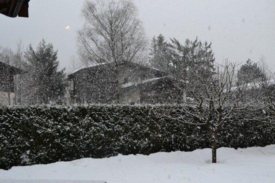 Ski Breezy - Chalet D'Ile : Snowing 2nd day!
