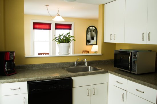 Town Square Condominiums at Waterville Valley Resort: Kitchen Space
