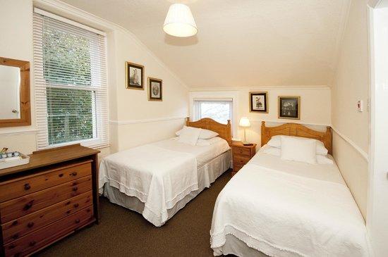 Athol House: Twin Room