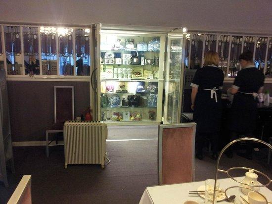 willow tea rooms looking out the salon de luxe entrance doors - Salon De Luxe