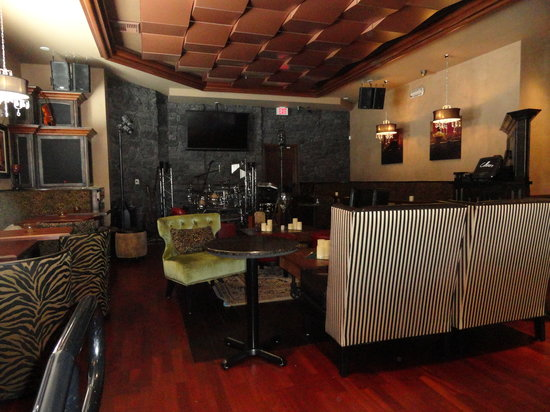 Cellarz93 RestaurantWinehouse: Cellarz93 Music Lounge