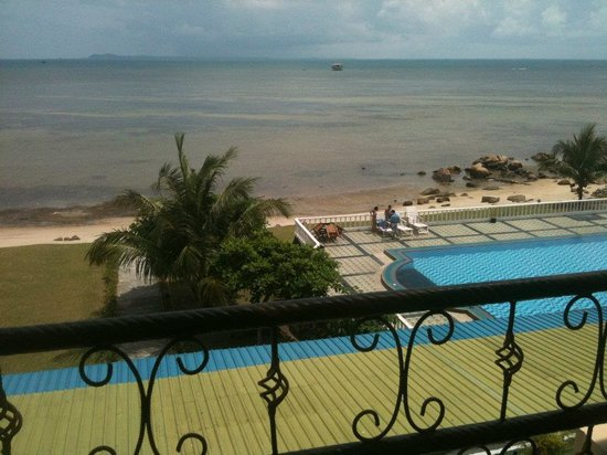Bintan Agro Beach Resort: Quite an ok view, I'd say!