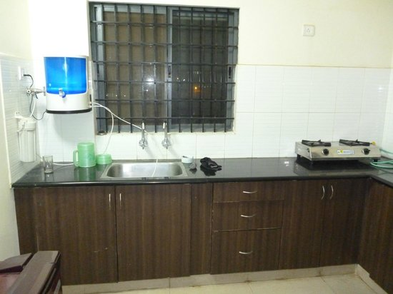 Transit Homestay: Full Fitted kitchen