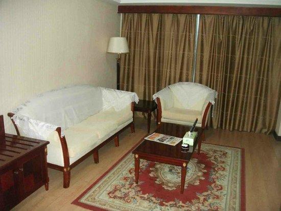 Yidu Hotel: bedroom lounge