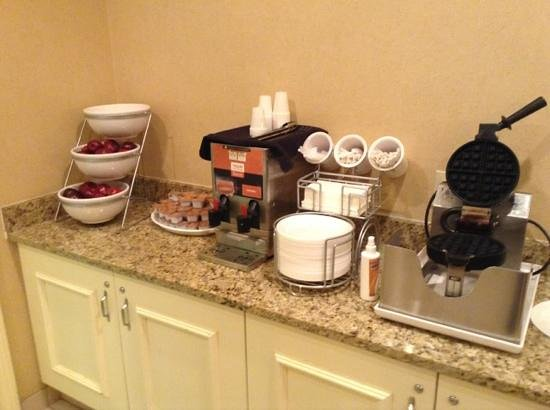 Clarion Hotel & Conference Center North Atlanta: waffles: plain and blueberry!