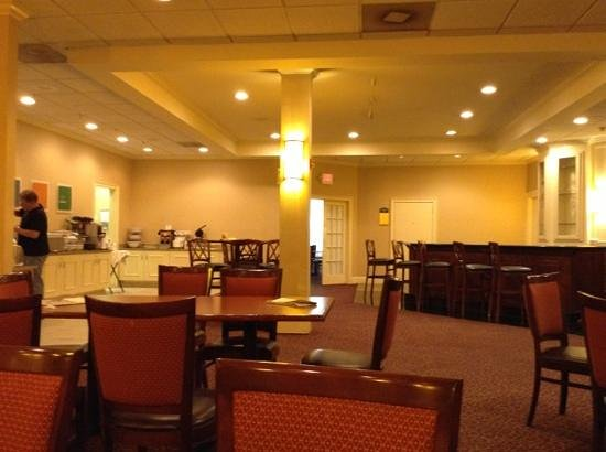 Clarion Hotel & Conference Center North Atlanta: breakfast room