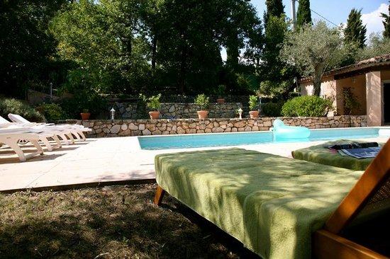 L'Oustalet: côté piscine