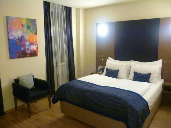 FourSide Hotel City Center Vienna: The bed in a double room