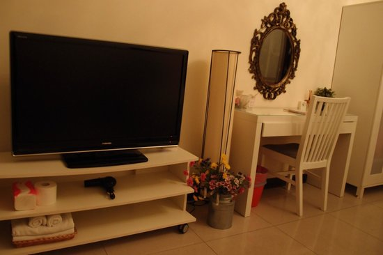 Pig' Home ('minsu'): TV console, desk