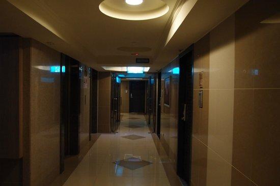 Pig' Home ('minsu'): Corridor outside the room