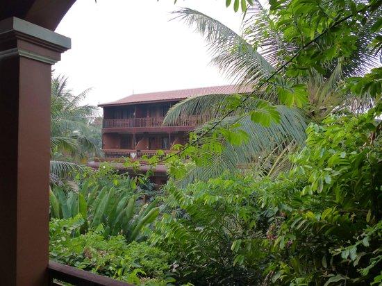 Bayon Garden Guesthouse: Der Garten von der Frühstücksterrasse aus