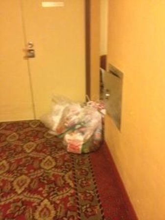 Baymont Inn & Suites Austin South: The trash in the hall by the elevator. Was there the entire time we were at the hotel.