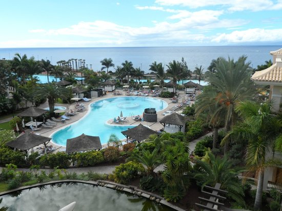 Gran Melia Palacio de Isora Resort & Spa : Adult only pool - heated pool and nice reading area view from room