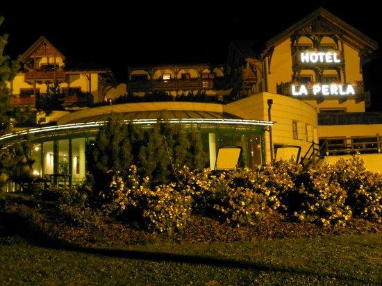 La Perla Hotel: Hotel di sera