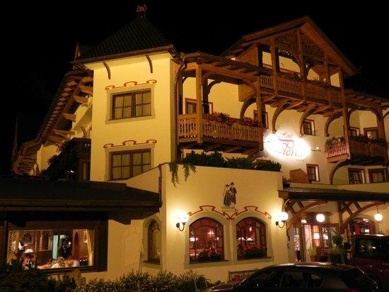 La Perla Hotel: Di sera