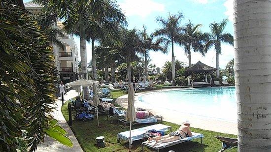 Gran Melia Palacio de Isora Resort & Spa: sunbed area