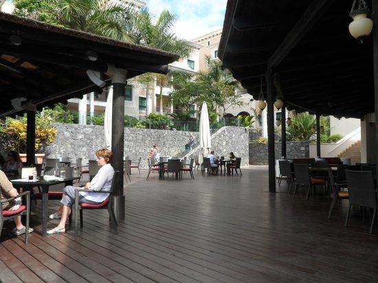 Gran Meliá Palacio de Isora Resort & Spa: view from bar area