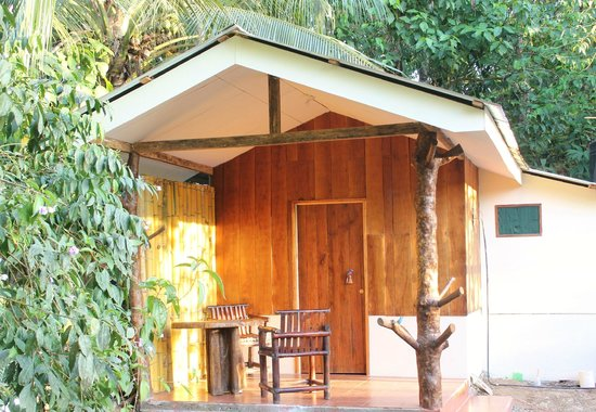 Martina's Place Hostel: Honeymoon cabin $60 for 2 per night. 1 pers. $40