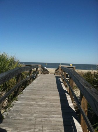 Tybee Island Inn: The beach is only a few minutes walk away.