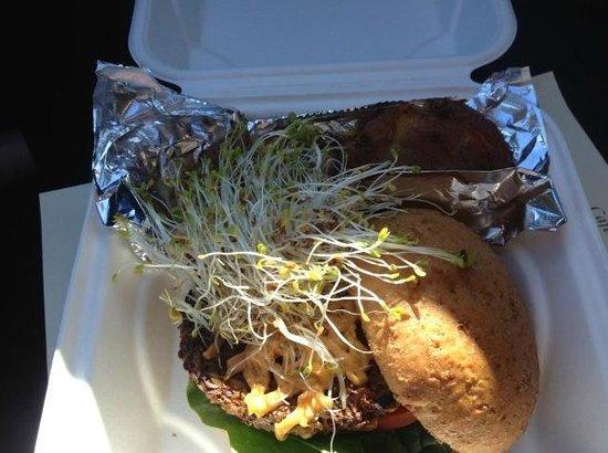 Cafe Samana: Suzy Green Burger
