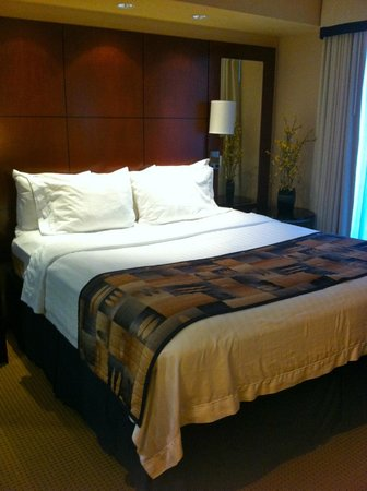 Residence Inn Toronto Downtown/Entertainment District: bed