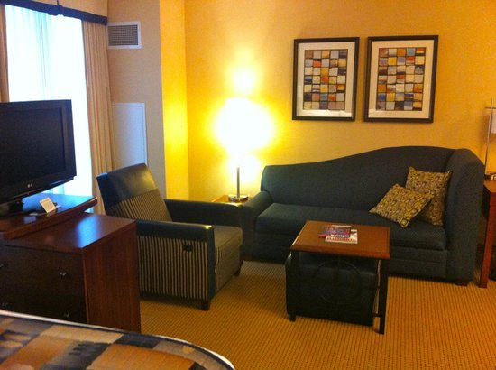 Residence Inn Toronto Downtown/Entertainment District: couch is a sofabed