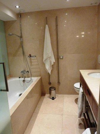 Hotel Tres: Wannenbad