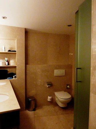 Hotel Tres : Duschbad