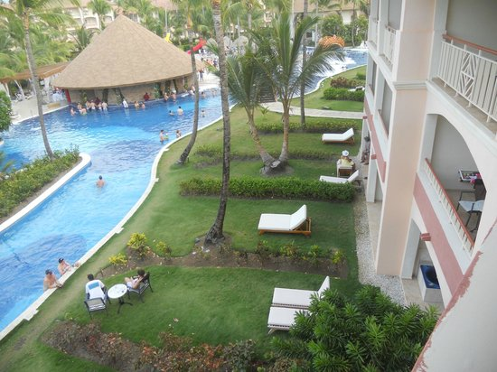 Majestic Colonial Punta Cana: Pool bar from our balcony