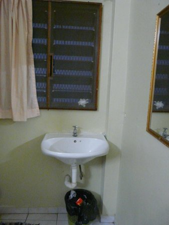Star Lodge: lavabo dans chambre
