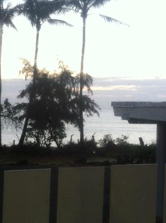 Waimanalo Beach Cottages: Sunrise at the room