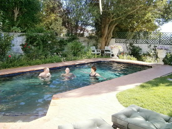 Penelope's Guesthouse: pool and garden