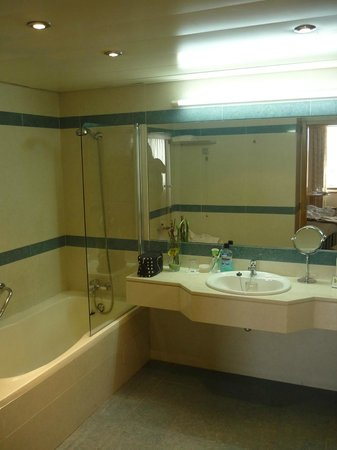 SANA Metropolitan Hotel : Part of my bathroom