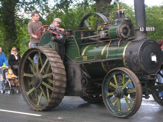 Bank Villa: Visit us to see the Steam & Traction Engine Rally every July.