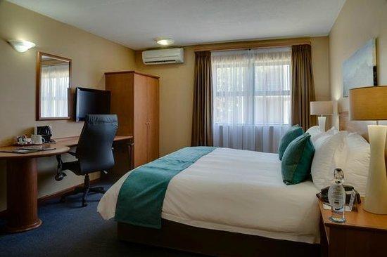 Protea Hotel Tyger Valley: Bedroom