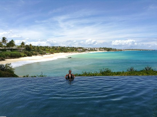 Viceroy Anguilla: Looking out at the beach and ocean from the plunge pool on the Sunset Deck