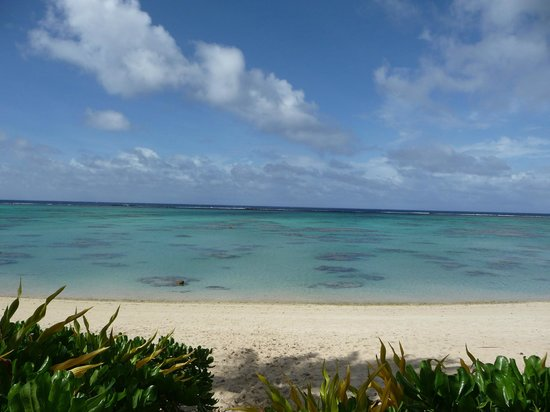 Rarotonga Beach Bungalows: Our view each day.
